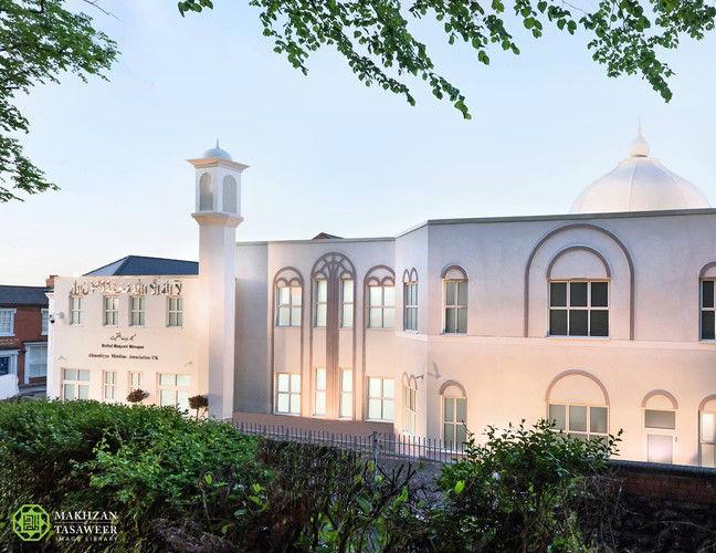 إمام الجماعة الإسلامية الأحمدية العالمية يفتتح مسجدًا جديدًا في وولسول