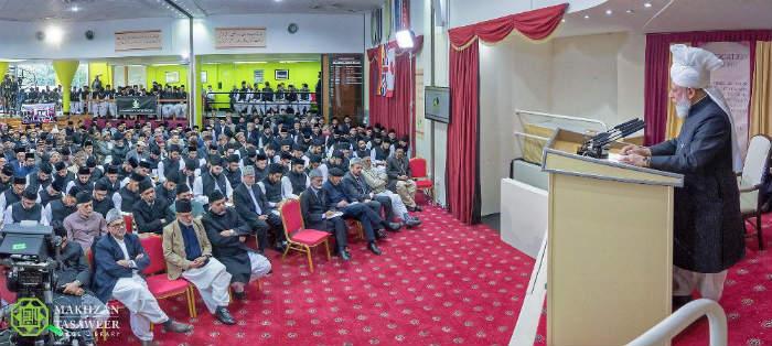 حفل تخرج مشترك لدفعة جديدة من طلاب الجامعة الأحمدية في المملكة المتحدة وألمانيا وكندا