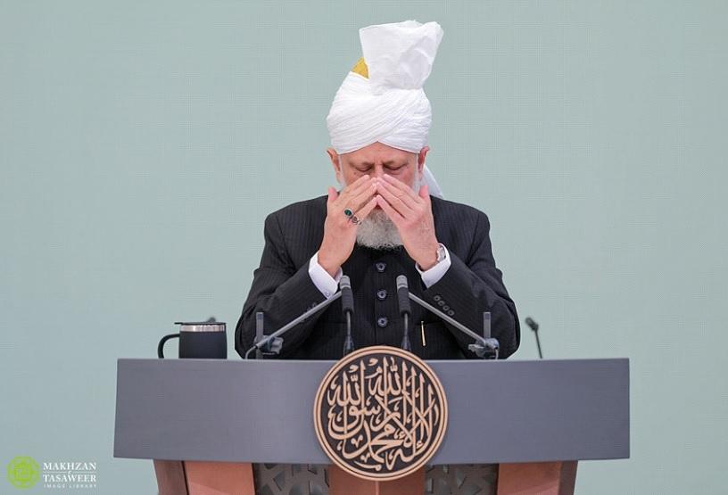 إمام الجماعة الإسلامية الأحمدية العالمية يلقي خطبة العيد من إسلام أباد