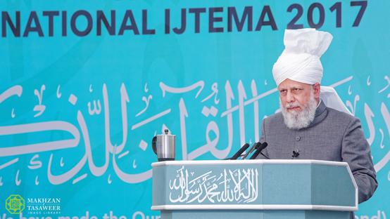 إمام الجماعة الإسلامية الأحمدية يختتم اجتماع مجلس خدام الأحمدية بخطابٍ ملهمٍ للإيمان