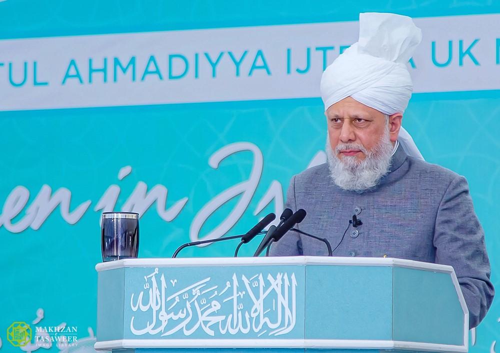 اختتام الإجتماع الوطني السنوي للجنة إماء الله في المملكة المتحدة مع خطاب إمام الجماعة الإسلامية الأحمدية العالمية