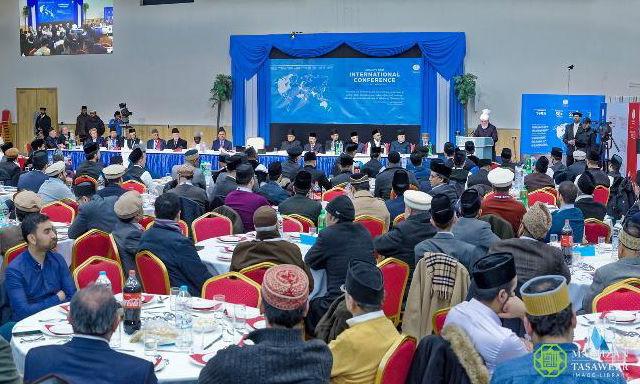 إمام الجماعة الإسلامية الأحمدية العالمية يلقي الخطاب الختامي في مؤتمر منظمة الإنسانية أولًا الدولي