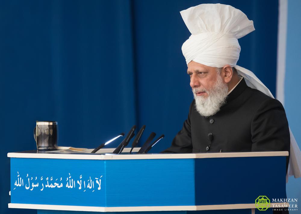 إمام الجماعة الإسلامية الأحمدية العالمية يلقي خطبة الجمعة من راونهايم في ألمانيا
