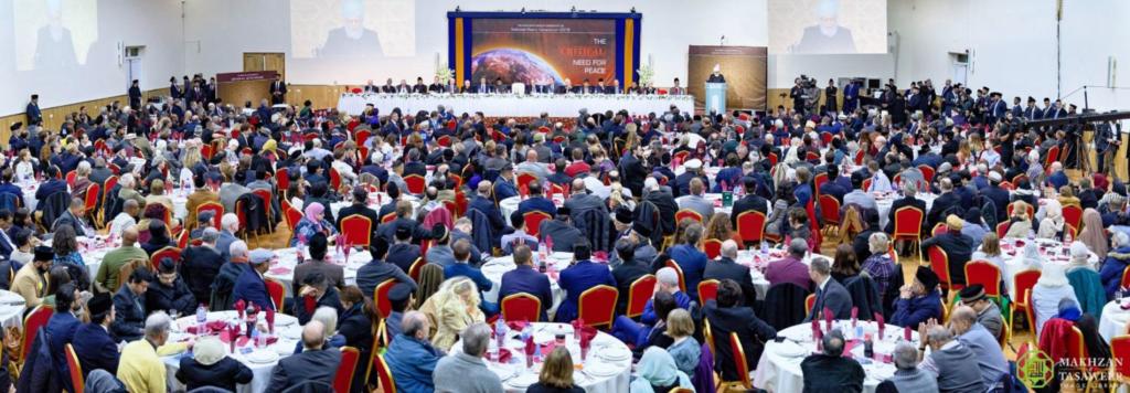 إمام الجماعة الإسلامية الأحمدية العالمية يحذر من تزايد العداء على المستوى العالمي ومن خطر نشوب حربٍ نووية كارثية