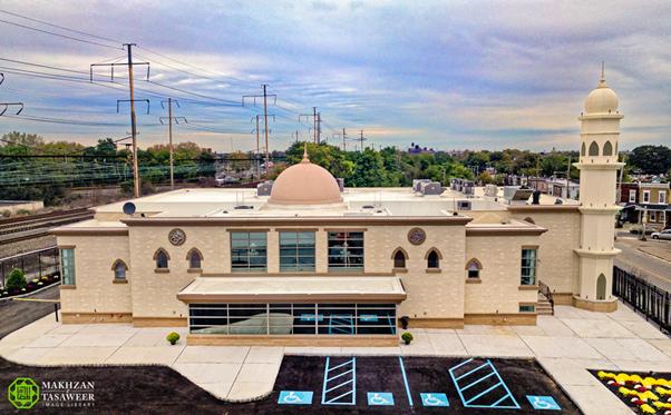 إمام الجماعة الإسلامية الأحمدية العالمية يفتتح أول مسجد في فيلادلفيا