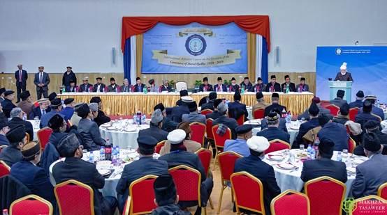 إمام الجماعة الإسلامية الأحمدية العالمية يلقي الخطاب الختامي في الدورة التدريبية العالمية لدار القضاء