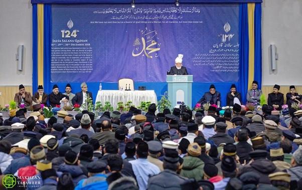 إمام الجماعة الإسلامية الأحمدية العالمية يلقي الخطاب الختامي لجلسة قاديان الـ 124