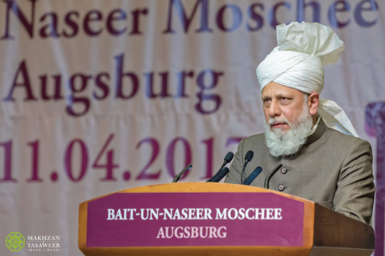 إمام الجماعة الإسلامية الأحمدية يفتتح مسجدا جديدا للجماعة الإسلامية الأحمدية في أوغسبورغ