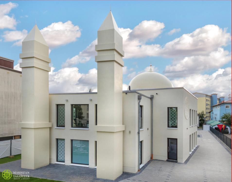 افتتاح مسجد جديد للجماعة الإسلامية الأحمدية في غيسين من قبل إمام الجماعة الإسلامية الأحمدية العالمية